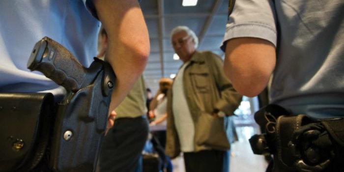 Voli per gli USA, se lo smartphone è scarico non sali a bordo